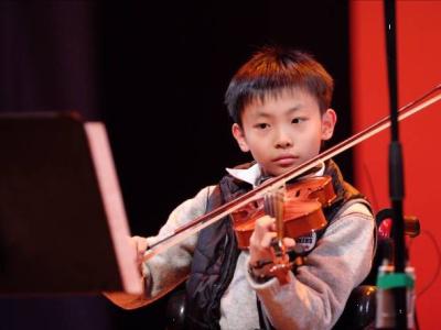 鄧卓謙小提琴演出相片一