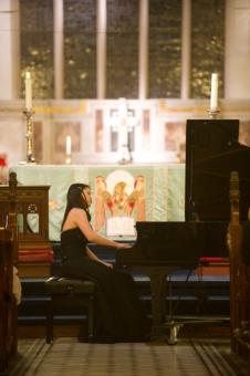 梁維芝表演鋼琴獨奏