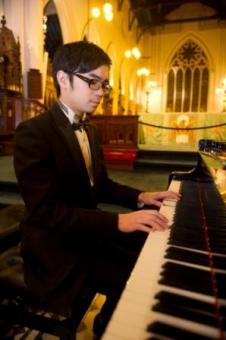 李昇表演鋼琴獨奏