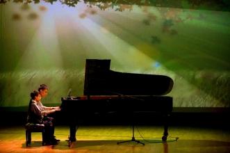 琴琴青表演鋼琴二重奏