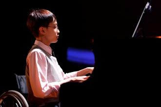 鄧卓謙表演鋼琴獨奏