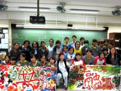 展能藝術家陳冬梅與官塘官立中學的同學共同創作藝術作品