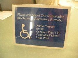 服務櫃檯所提供不同的無障礙服務 ─ 語音卡式磁帶、點字、CD、電腦磁盤、大字。