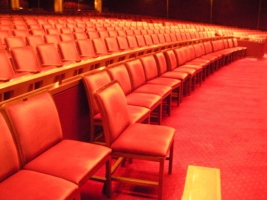劇場裡可自由調配位置的座位