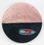 梁欣欣塑膠彩布本作品《地球是圓的!》